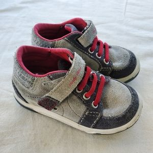 Stride Rite boys shoes size 5.5 Gently used